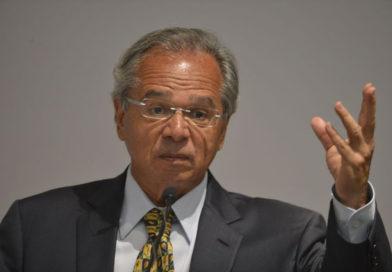 Pagamento do Bolsa Família deve parar em setembro, diz Paulo Guedes