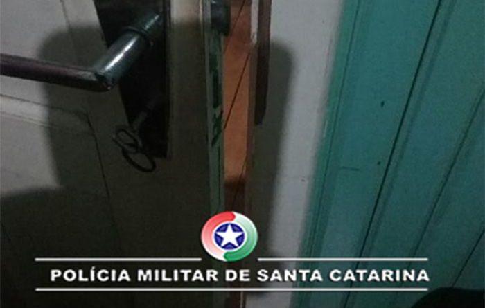 Bandidos trancam idosos em banheiro durante assalto em Novo Horizonte