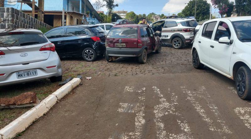 Motorista embriagado colide em 4 veículos no centro de Quilombo