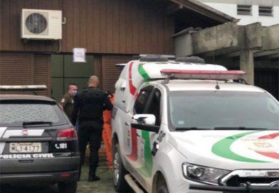 Em Santa Catarina, preso mata e arranca coração do colega de cela; ele conta como fez