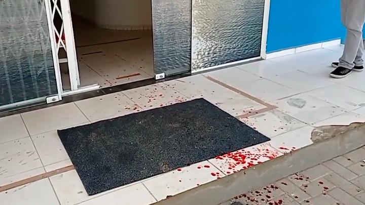 Homem é golpeado com foice dentro de posto de saúde