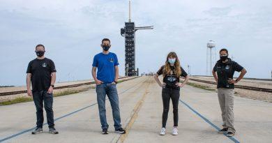 Professora, bilionário, assistente médica e ex-militar: conheça os 4 passageiros do 1º voo civil da SpaceX
